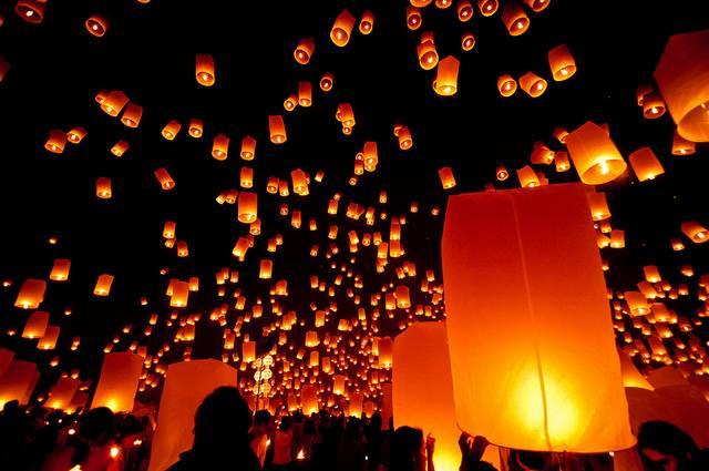Conoce el festival de las luces de Tailandia